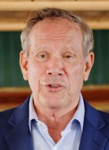 Governor_of_New_York_George_Pataki_at_Belknap_County_Republican_LINCOLN_DAY_FIRST-IN-THE-NATION_PRESIDENTIAL_SUNSET_DINNER_CRUISE,_Weirs_Beach,_New_Hampshire_May_2015_by_Michael_Vadon_19